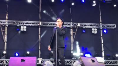 Возлюбленный Регины Тодоренко выступил с концертом в Луганске