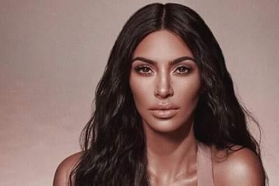 Ким Кардашьян поразила «обнаженным» нарядом