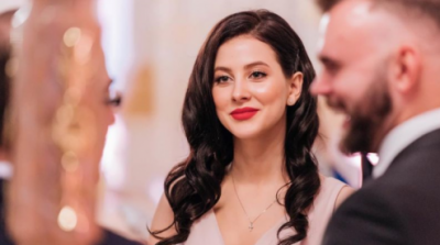 Украинская певица заинтриговала снимком в свадебном платье