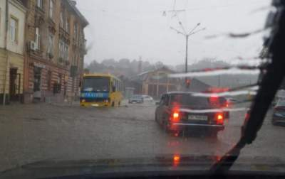 Потоп во Львове: частично восстановлено движение транспорта