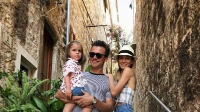Популярный украинский ведущий поделился редким семейным фото
