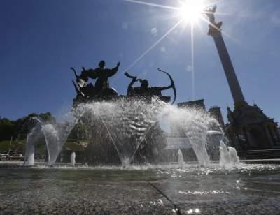 Украинцам обещают жаркие выходные с дождями