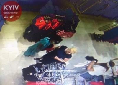 В Киеве дерзкие воровки попали на камеру