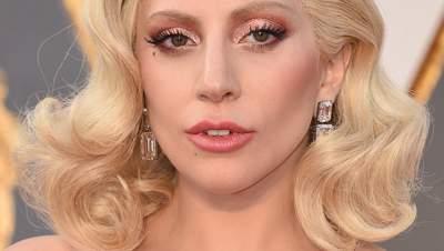 Леди Гага выступила в образе Мэрилин Монро
