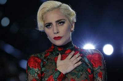 Леди Гага появилась на публике в стильном образе