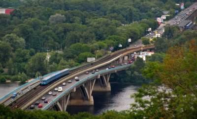 В Киеве на неделю ограничат движение по мосту Метро