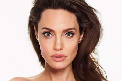 Папарацци засняли Анджелину Джоли, гуляющую с ребенком