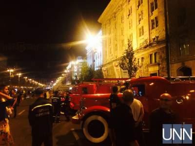 В Киеве на Крещатие выстроились раритетные пожарные авто