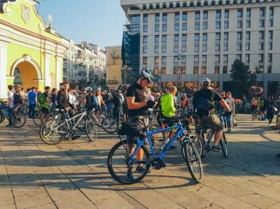 Флешмоб в Киеве: люди поехали на работу на велосипедах