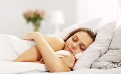 Медики объяснили, как лишний вес может повлиять на сон