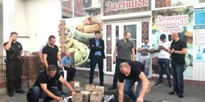В Киеве на Троещине провели рейд по