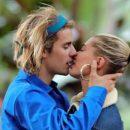 Джастина Бибера с супругой сфотографировали в Европе