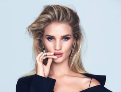 Модель Victoria's Secret «забыла» надеть нижнее белье