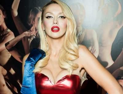 Оля Полякова покрасовалась в эффектном платье от Dolce & Gabbana