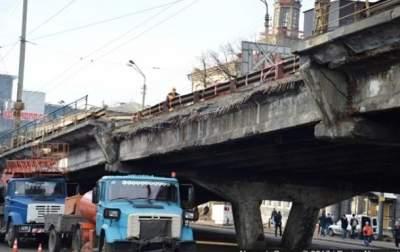 В Киеве рядом с Шулявским мостом будут ограничивать движение