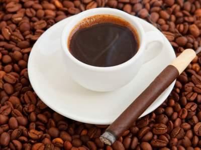 Врач подсказала, как правильно питаться любителям кофе и сигарет