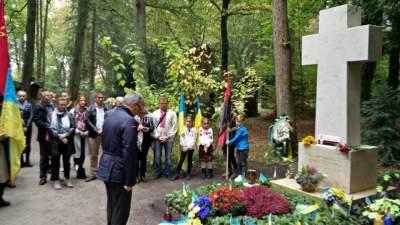Прах Степана Бандеры хотят перезахоронить в Киеве