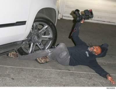Под колесами у знаменитости: автомобиль с Джей Ло сбил фотографа