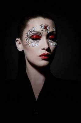 Белла Хадид показала необычный макияж от Dior