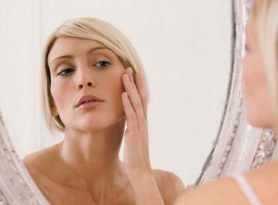 Медики рассказали, какие продукты ускоряют старение кожи