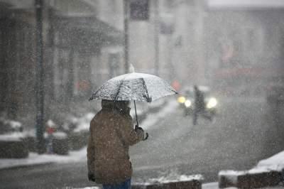 Украину накроет штормовым ветром и мокрым снегом
