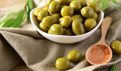 Медики объяснили, почему желательно регулярно есть оливки