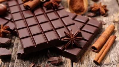Медики рассказали, сколько шоколада нужно есть, чтобы снизить давление