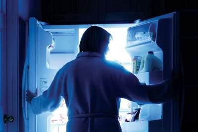 Названа необычная причина вреда приема пищи по ночам