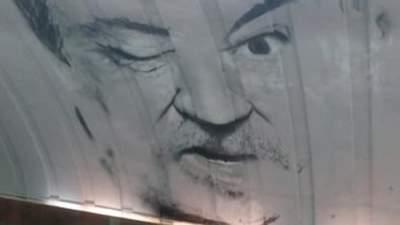 В Киеве мурал на «Осокорках» дополнили портретом Ступки