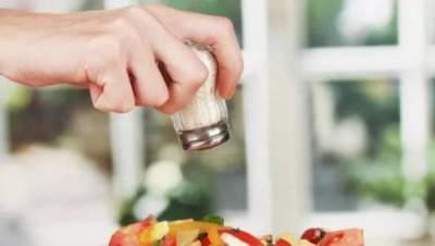 Медики рассказали, к чему приводит чрезмерное потребление соли