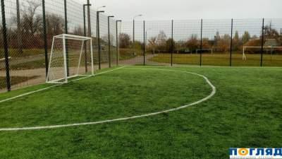На Киевщине закрыли недавно открытый школьный футбольный стадион