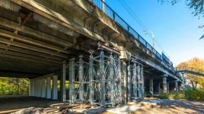 В Киеве еще один мост на грани разрушения