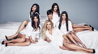 Отряд Victoria's Secret: сестры Кардашьян поделились пикантным снимком