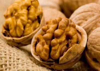 Врачи рассказали, при какой болезни помогают грецкие орехи