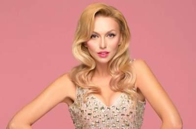 Как Барби: украинская певица похвасталась формами в розовом купальнике