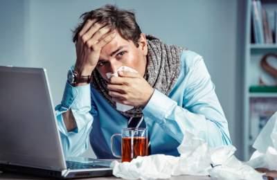 Медики рассказали, как кашлять и чихать, чтобы не заразить других