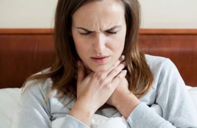 Медики рассказали, почему нельзя терпеть боль в горле