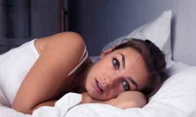 Медики назвали самую вредную позу для сна