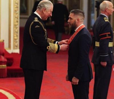 Том Харди получил почетное королевское отличие