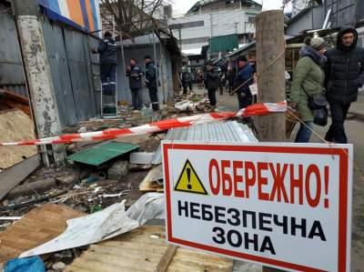 Возле Центрального вокзала Киева демонтируют рынок