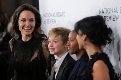 Питт и Джоли наконец-то поделили детей