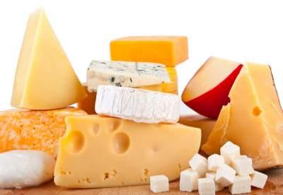 Диетологи объяснили, почему следует ограничить употребление сыра