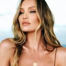 «Ангел» Victoria's Secret похвасталась роскошным телом в купальнике