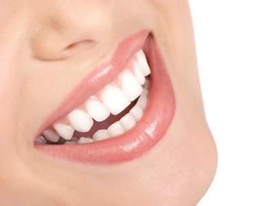 Стоматологи назвали привычку, разрушающую зубную эмаль