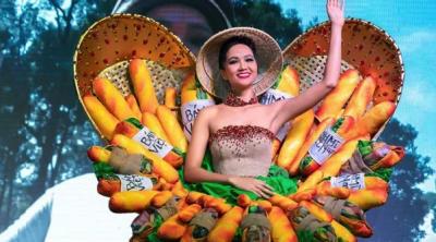 Вьетнамская модель шокировала национальным нарядом