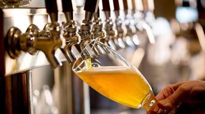 Врачи подсказали, какой алкогольный напиток поможет от кашля