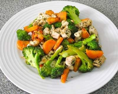 Диетологи подсказали, какие продукты помогут избавиться от жира на животе