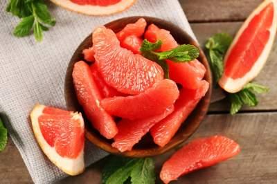 Диетологи перечислили полезные свойства грейпфрута