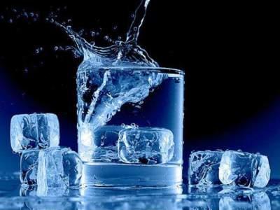 Медики рассказали всю правду о пользе талой воды
