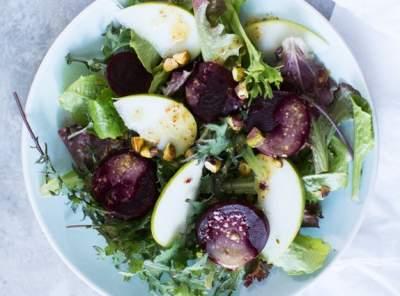Диетологи поделились рецептом полезного «вечернего» салата